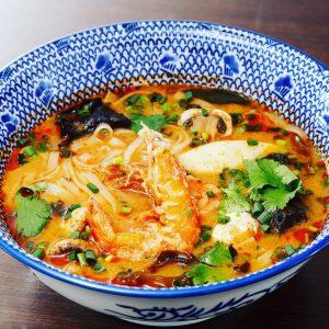 名古屋駅(名駅)で夜ご飯なら本格タイ料理店「マイペンライ」。おすすめ「トムヤムヌードル」の画像