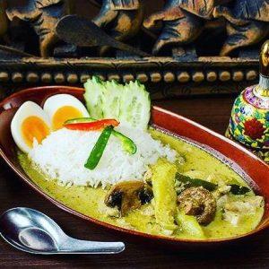 名古屋駅でタイ料理ランチ。マイペンライ名駅で食べられるおすすめ料理。手間ひまかけたこだわり仕立ての「グリーンカレー」の画像