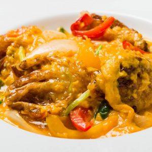 名古屋駅(名駅)にある本格タイ料理店「マイペンライ」おすすめご飯。カレー風味のトロトロ玉子で仕上げた「プーパッポンカレー」の画像