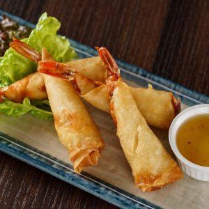 名古屋駅(名駅)で夜ご飯なら本格タイ料理店「マイペンライ」。海老を春巻きで包んだ日本人におすすめの「海老の揚げ春巻き」の画像