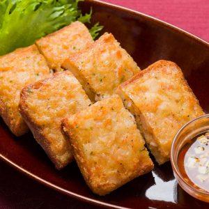 名古屋駅(名駅)で夜ご飯なら本格タイ料理店「マイペンライ」。女性人気が高いおすすめ料理。海老の粗挽きペーストを塗ったパンを揚げたタイ式海老トースト「カノムパンナークン」の画像