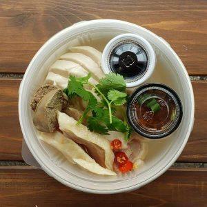 名古屋駅(名駅)でお昼ご飯をテイクアウトするのにおすすめの本格タイ料理店「マイペンライ」。テイクアウトランチメニューの中から、自家製チキンスープで香味野菜と炊き上げたジャスミンライスが美味しい「カオマンガイ」の画像