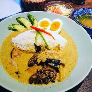 名古屋駅でお昼ごはんなら本格タイ料理店「マイペンライ名駅店」。おすすめランチメニュー、創業以来大人気の「グリーンカレー」の画像