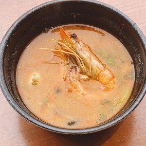 名古屋駅(名駅)でお昼ご飯をテイクアウトするのにおすすめの本格タイ料理店「マイペンライ」。ちょっと食欲がいまいちな時、疲れた身体に染みる「トムヤムクンとジャスミン米のセット」の画像