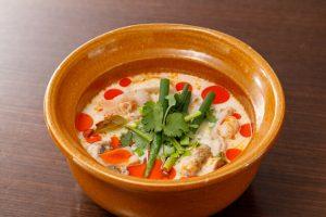名古屋でのランチ、ディナーなどご飯利用におすすめタイ料理専門店「THAI FOOD・DINING マイペンライ 名駅店」で提供中の「トムカーガイ」の画像