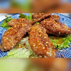 名古屋でのランチ、ディナーなどご飯利用におすすめタイ料理専門店「THAI FOOD・DINING マイペンライ 名駅店」で提供中の「マイペンライ手羽先」の画像