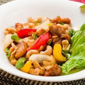 名古屋でのランチ、ディナーなどご飯利用におすすめタイ料理専門店「THAI FOOD・DINING マイペンライ 名駅店」で提供中の「ガイ・パッ・メッ・マムアン」の画像