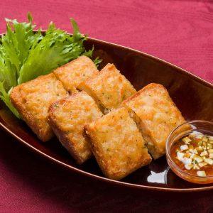 名古屋でのランチ、ディナーなどご飯利用におすすめタイ料理専門店「THAI FOOD・DINING マイペンライ 名駅店」で提供中の「海老パン」の画像