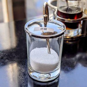 名古屋でのランチ、ディナーにおすすめのタイ料理専門店「マイペンライ名駅店」でご用意している卓上調味料「ナムタン(砂糖)」の画像