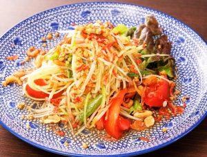 名古屋でのランチ、ディナーにおすすめのタイ料理専門店「THAI FOOD・DINING マイペンライ 名駅店」で提供中のメニュー「ソムタム」の画像
