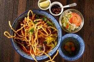 名古屋でのランチ、ディナーにおすすめのタイ料理専門店「THAI FOOD・DINING マイペンライ 名駅店」で提供中の「カオソーイ・チキン」の画像