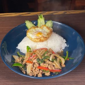 名古屋でのランチ、ディナーなどご飯利用におすすめタイ料理専門店「THAI FOOD・DINING マイペンライ 名駅店」で提供中の「ガパオライス」の画像