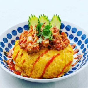 名古屋でのランチ、ディナーなどご飯利用におすすめタイ料理専門店「THAI FOOD・DINING マイペンライ 名駅店」で提供中の「オムカオマンガイ・トード」の画像