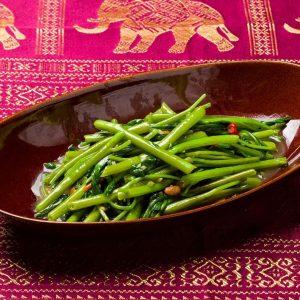 名古屋でのランチ、ディナーにおすすめのタイ料理専門店「THAI FOOD・DINING マイペンライ 名駅店」で提供中の「空心菜炒め(パクブン・ファイデーン)」の画像