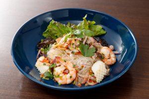 名古屋でのランチ、ディナーなどご飯利用におすすめタイ料理専門店「THAI FOOD・DINING マイペンライ 名駅店」で提供中の辛口サラダ「ヤムウンセン」の画像