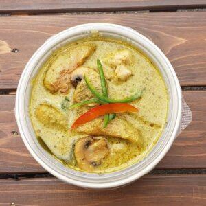 名古屋でのランチ、ディナーなどご飯利用におすすめタイ料理専門店「THAI FOOD・DINING マイペンライ 名駅店」でご提供中のテイクアウト商品「グリーンカレー」の画像