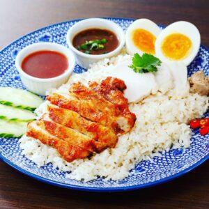 名古屋でのランチ、ディナーなどご飯利用におすすめタイ料理専門店「THAI FOOD・DINING マイペンライ 名駅店」で提供中の「カオマンガイMIX」の画像