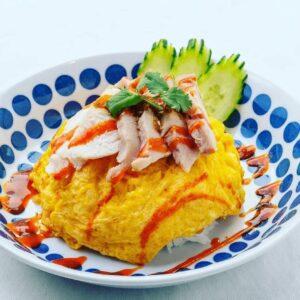 名古屋でのランチ、ディナーなどご飯利用におすすめタイ料理専門店「THAI FOOD・DINING マイペンライ 名駅店」で提供中の「オムカオマンガイ」の画像