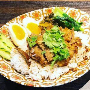 名古屋でのランチ、ディナーなどご飯利用におすすめタイ料理専門店「THAI FOOD・DINING マイペンライ 名駅店」で提供中の「カオカームー」の画像
